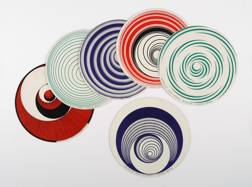 Marcel Duchamp, <em>Optical Disc (Rotorelief)</em> (Disco óptico [Rotorrelieve]), 1935 © The estate of Marcel Duchamp / VEGAP, 2017&nbsp; - Construyendo nuevos mundos - CaixaForum Barcelona